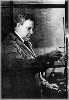 В.Н.Ипатьев в лаборатории в Riverside Oil Products Co. (1933 г.)